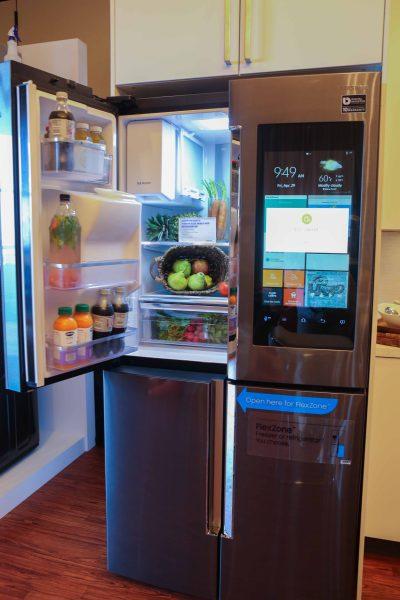 How Tech Savvy Families Connect Through Samsung's Family Hub Refrigerator on TechSavvyMama.com