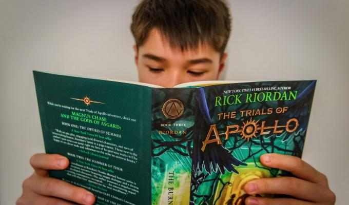 7 Ways to Help Your Middle Schooler Rediscover Reading for Pleasure (w giveaway)