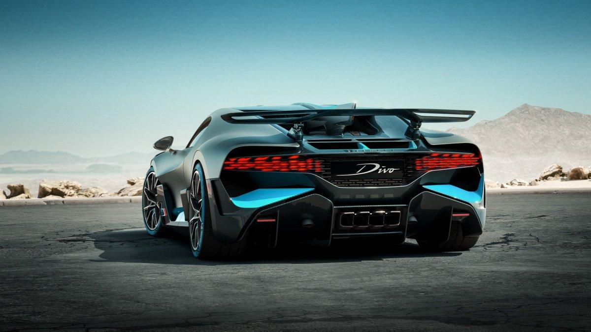 Bugatti Divo rear