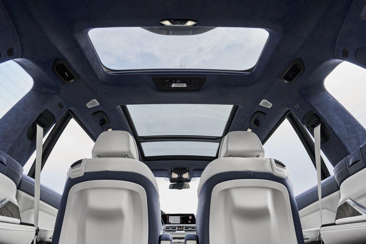 New BMW X7 sunroof