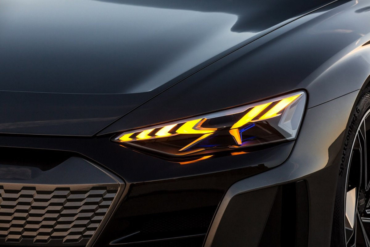 Audi e-tron GT head light