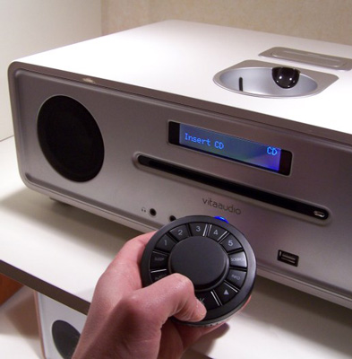 Vita Audio R4 - iPod dock, CD player, FM radio