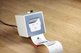 BERG Little Printer, pushing out a note