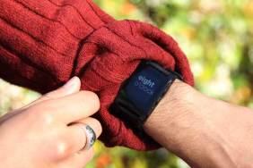 Pebble-epaper-watch-iPhone-Android-wordclock
