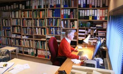 in.it studios garden office / studio, backyard office, bookshelves