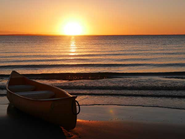 Fraser-Island-Kingfisher-Bay-boat-sunset