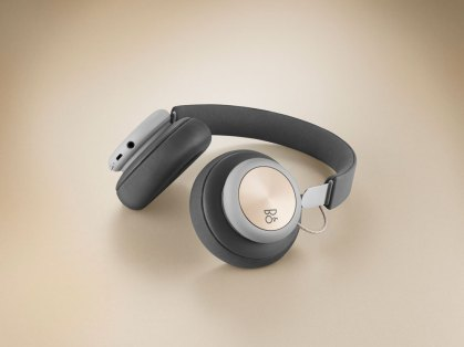 Bang & Olufsen Play H4 wireless headphones tabletop