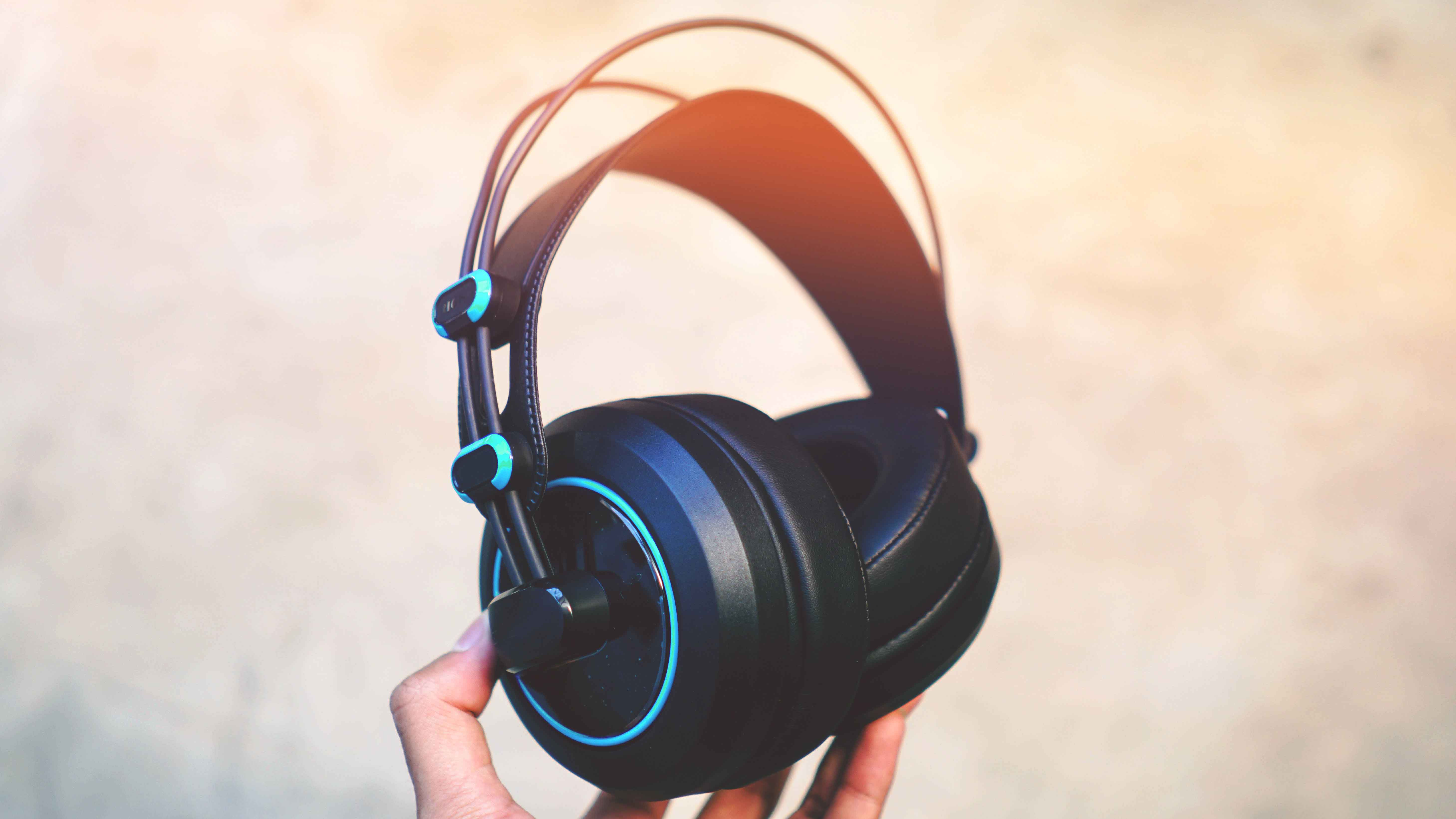 best gaming headsets headphones 2018 techswitch. Black Bedroom Furniture Sets. Home Design Ideas