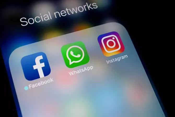 Facebook plans to put its name on Instagram and WhatsApp