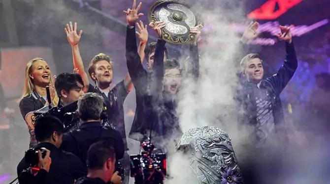 Dota 2 champions won more money than top Wimbledon players