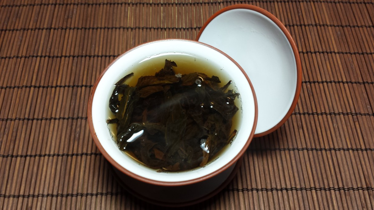 Photo of Qi Dan (Da Hong Pao cultivar) wulong tea steeping in a gaiwan.