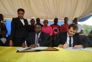 The Permanent Secretary in the Ministry of Communications, Works and Infrastructure, Prof. Faustine Kamuzora (seated, left) and Tigo Chief Commercial Officer, Shavkat Berdiev (seated, right) sign a Memorandum of Understanding in which Tigo will provide internet access to Tanzania's secondary schools through the e-Schools Project