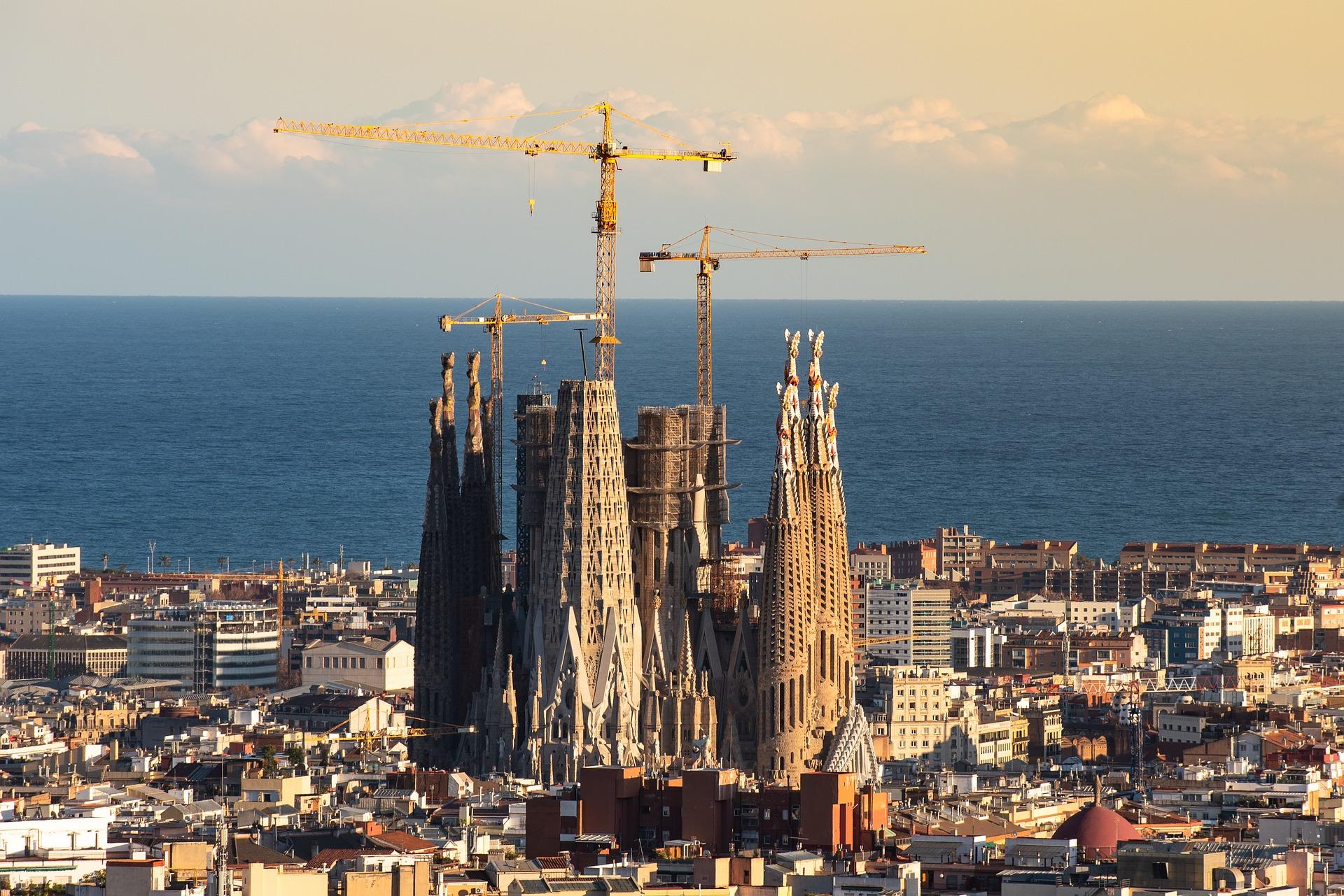 barcelona-3960591_1920