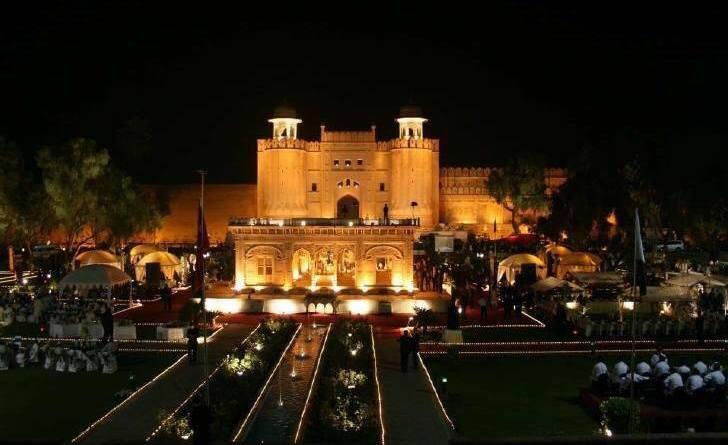 15 Stunning Photos of Lahore at Night (2018)