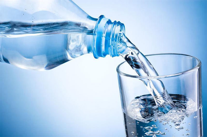 Mineral Water contain plastic. Contaminated Plastic Particles - tech urdu