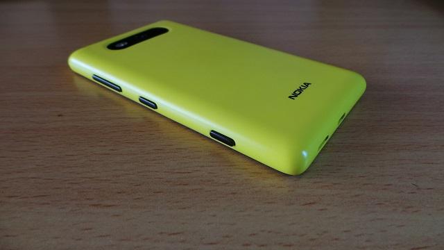 Lumia 820 back