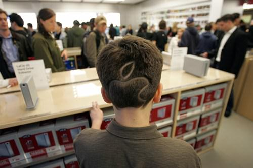 Paltrow Krulwich sports apple logo in his hair at grand opening of new Apple Store on 5th Avenue in New York