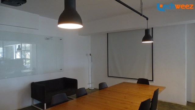 One of the meeting rooms available for monthly fixed and flexible users