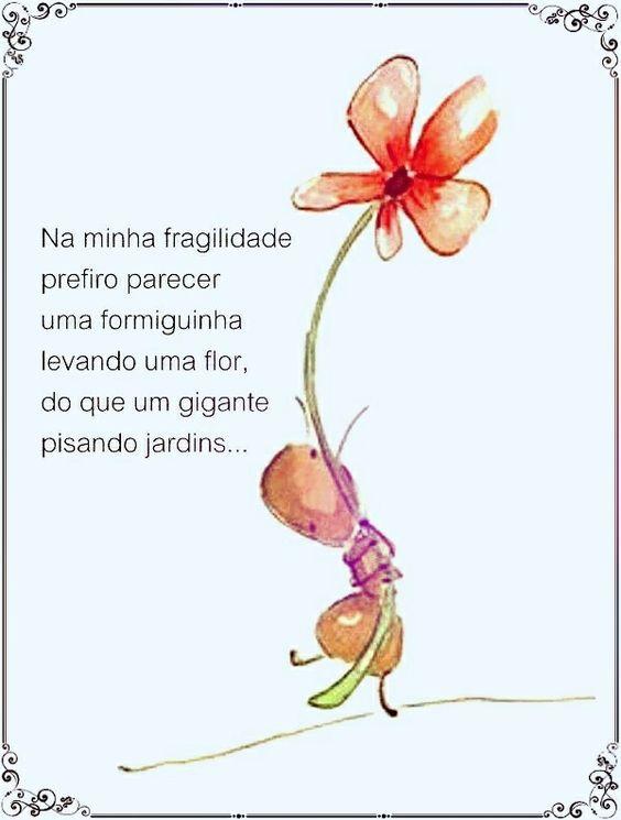 Formiguinha levando uma flor