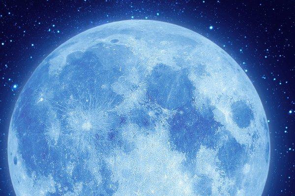 o azul da lua de perto