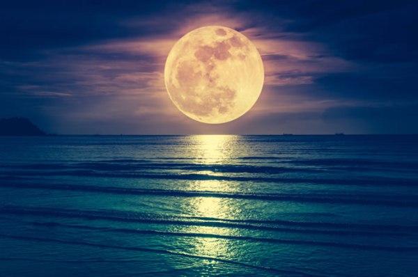 a mais bela lua.