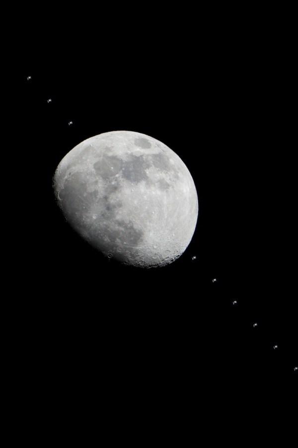 Uma linda foto da lua.