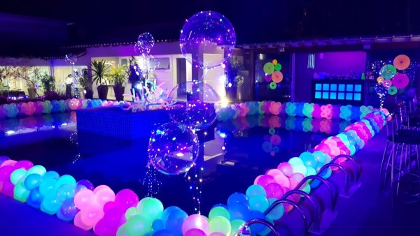 Dica de festa neon piscina.