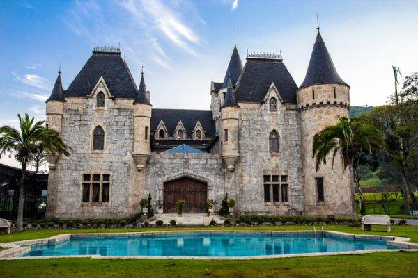 castelo com piscina