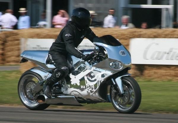 moto Y2K de corida
