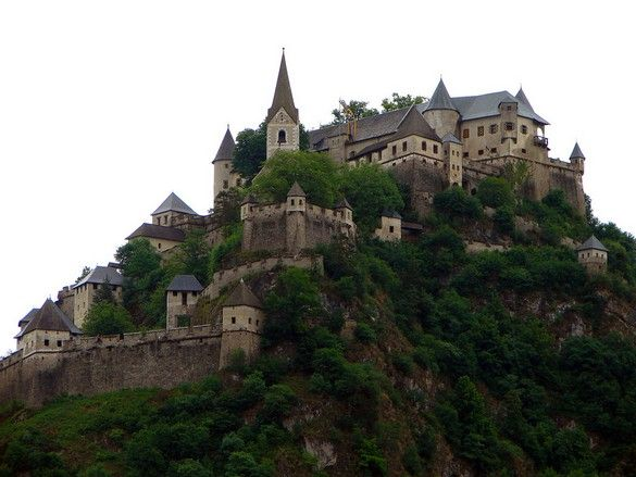 castelo robusto e antigo