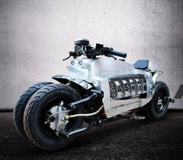 moto Tomahawk prata