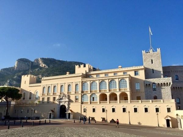 enorme palácio lindo