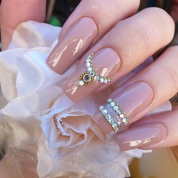 imagem linda de unhas decoradas.