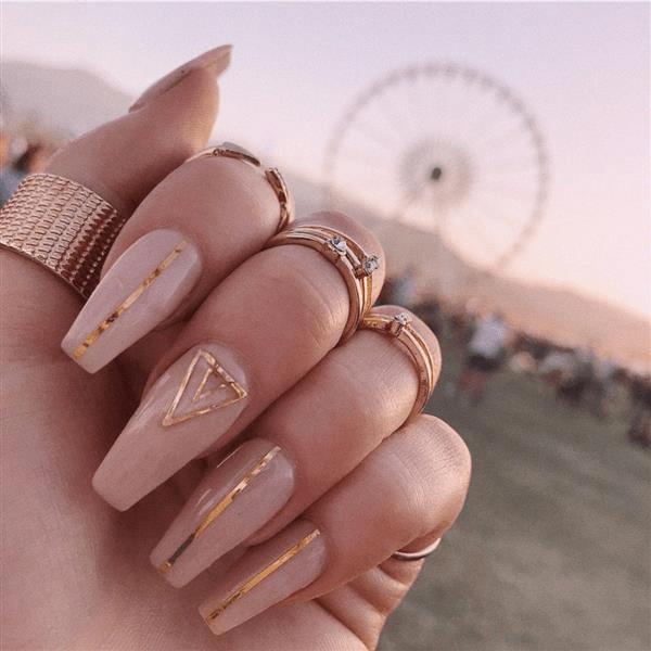 Unha linda e fofo rosa e dourado.