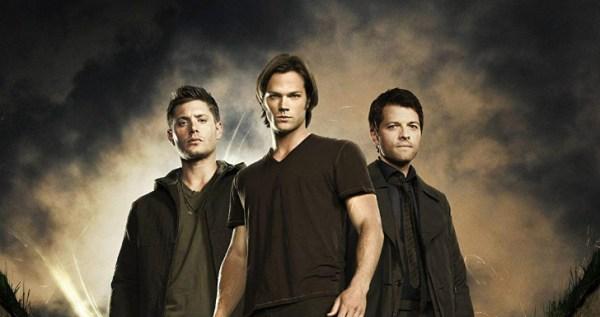 Sam e Dean Winchester lutam contra os monstros em Supernatural.