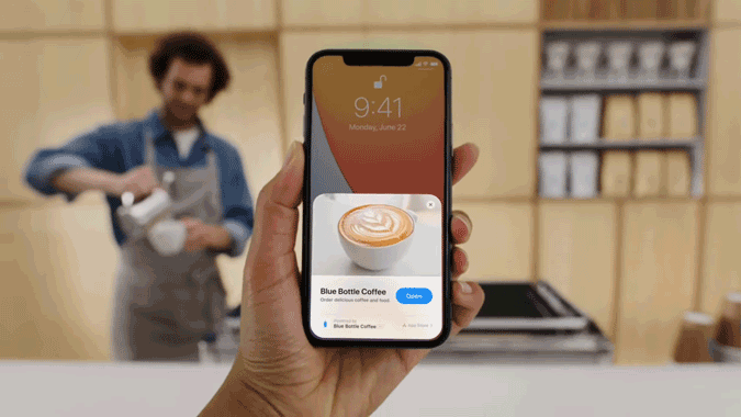 Apple App Clips using in coffee shop