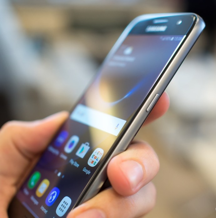 Top 10 Amazing Features Of Samsung Galaxy S7 3