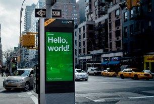 LinkNYC oferă internet gigabit pe wireless și permite încărcarea dispozitivelor