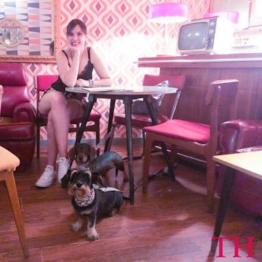 Vermut en Madrid con perro