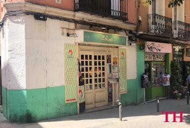 Vermut con perro en Madrid
