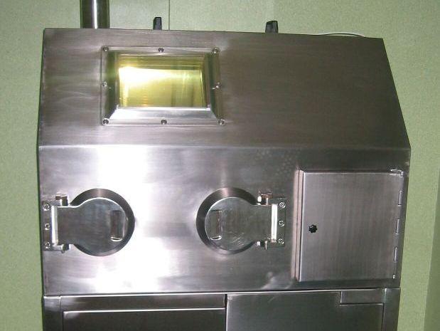 Celda manipulación con acceso frontal de material