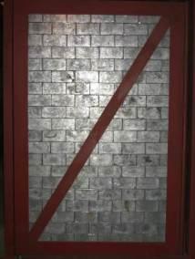 Puerta blindada con ladrillos de plomo
