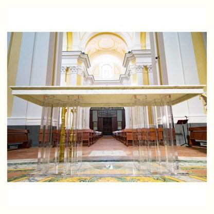 Altare da chiesa con piano in marmo