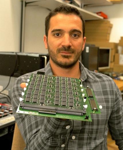A placa que mistura SSD e PCM