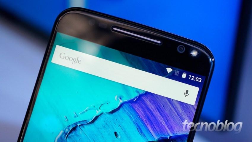 Moto X Style: detalhe da câmera frontal com flash LED para selfies