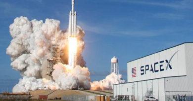 Falcon Heavy é lançado com sucesso