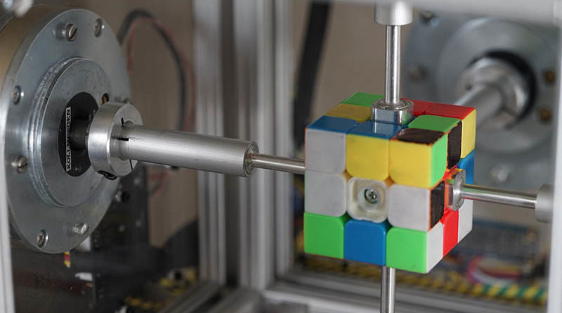 Robô bate recorde ao resolver cubo mágico em 0,38 segundos
