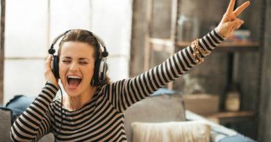 Streaming de música cresce 39% em 2017, faturando cerca de US$ 7,4 bilhões