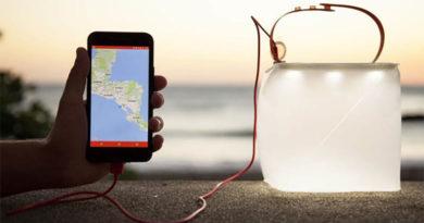 Carregador portátil movido a energia solar e que funciona como lanterna