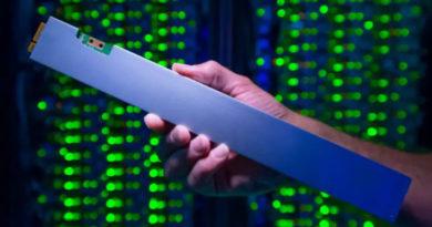 Intel lança SSD de 32 TB de armazenamento em formato de régua com 30 cm de comprimento